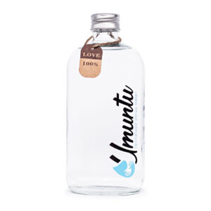 Umuntu Wasser in der Flasche